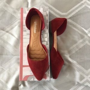 NWT- Red women's close toe flats